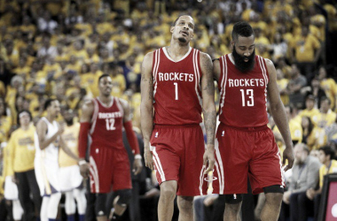 Both Trevor Ariza and James Harden looked upset during Game 2; Dwight Howard, on the other hand, didn't seem to care, thinking about his vacation plans and future team instead | Photo: Cary Edmonson/USA Today.