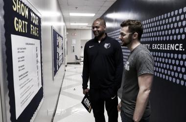 Bickerstaff firma tres años como técnico de los Grizzlies
