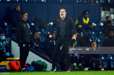 Slaven Bilic, Manager of West Bromwich Albion gives his team instructions during the Premier League match between West Bromwich Albion and Sheffield United at The Hawthorns on November 28, 2020, in West Bromwich, England. (Photo by Andrew Boyers - Pool/Getty Images)
