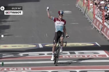 Bob Jungels vince la Liegi-Bastogne-Liegi 2018. Fonte: Liege-Bastogne-Liege/Twitter