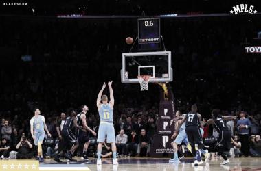 I tiri liberi della vittoria di Brook Lopez. Fonte: Los Angeles Lakers/Twitter