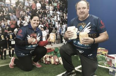 La peña Blue Gold se suma a la recogida de alimentos | Imagen: UCAM Murcia CF