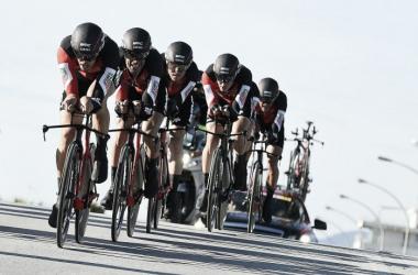El equipo BMC durante una crono de la pasada Tirreno Adriatico | Foto: La Presse / Fabio Ferrari
