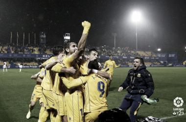 El equipo alfarero celebra el tanto de la victoria vs Elche. LaLiga 1|2|3