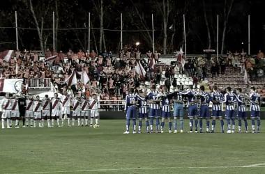 Minuto de silencio en homenaje a Wilfred en el Rayo Vallecano - Deportivo de la Coruña. / Fotografía: La Liga.