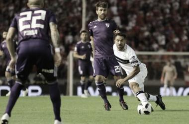 """<p class=""""MsoNormal"""">Leonardo Ponzio y Fabián Rinaudo disputan el balón en un encuentro entre River Plate y Gimnasia de La Plata por la pasada edición de la Copa Argentina. FOTO: Web&nbsp;<o:p></o:p></p>"""