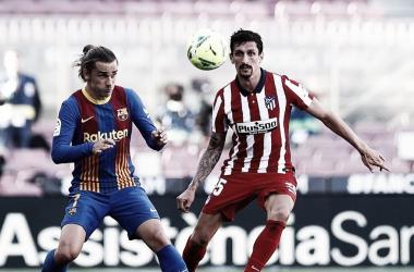 Stefan Savic durante el partido contra el FC Barcelona donde sumó 200 partidos como rojiblanco (Instagram Stefan Savic)