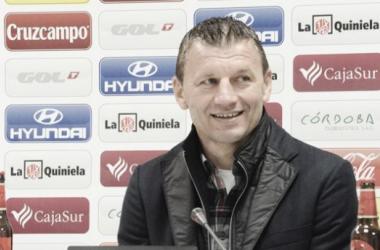 "Djukic en la Sala de Prensa de ""El Arcángel"" (Foto: www.cordobacf.com)"