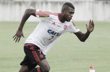"""Marcelo Cirino cobra dedicação do Flamengo para clássico e elogia Fred: """"É um camisa 9 mesmo"""""""