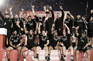 The victorious New Zealand 7's side celebrate their Wellington victory (image via: stuff.co.nz)