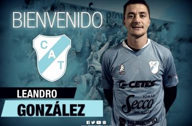 La foto oficial con la cual Temperley presentó a Leandro González en sus redes sociales. Foto: Prensa Temperley