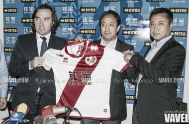El Rayo Vallecano presenta a su patrocinador chino, QBAO.com