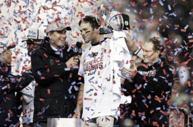 Los Patriots apalean a los Colts obteniendo su boleto al Super Bowl XLIX