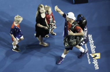 LLeyton Hewitt with his kids as he walks off of the court for one final time (Source: Australian Open on Twitter)