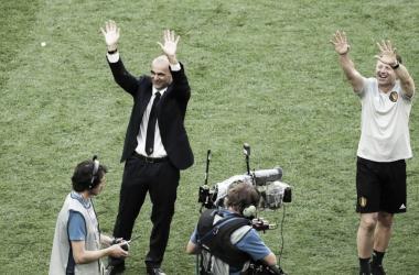 Roberto Martínez saluda a la afición tras el partido | Foto: FIFA