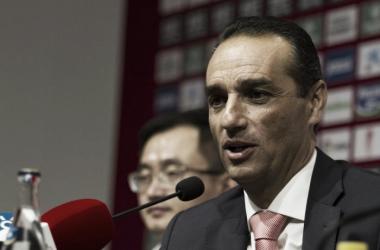 José Luis Oltra en la rueda de prensa de su presentación. Foto: Antonio L Juárez