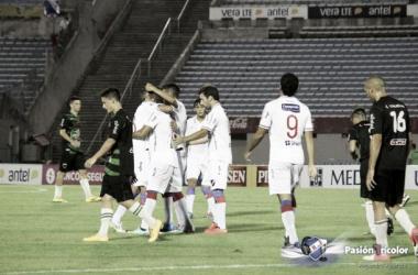 Hugo Dorrego, autor del segundo tanto, celebra el gol junto a sus compañeros | Foto: Pasión Tricolor