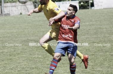 Lucha por el balón / Foto: Onely Vega