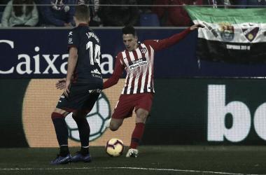 Atlético de Madrid derrota Huesca e segue na cola do líder Barcelona