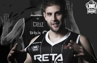 Iván Cruz con la camiseta del RETAbet Bilbao Basket / Foto: RETAbet Bilbao Basket (Twitter)