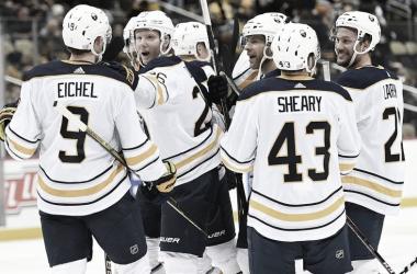 Los Sabres celebrando una victoria fuera de casa esta temporada - fanduel.com