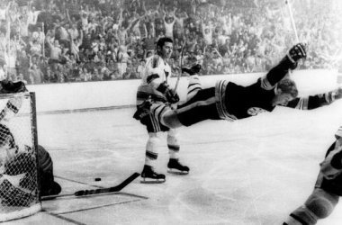 Bobby Orr anota el gol que le dio la Stanley Cup a los Bruins en 1970 | Foto: gannett-cdn.com