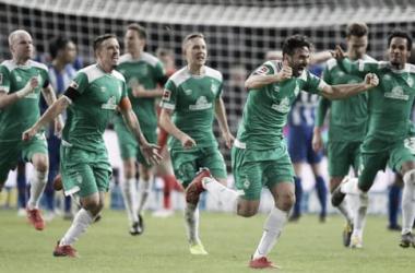 Claudio Pizarro comemorando gol no último minuto contra o Hertha Berlin (Foto: Divulgação/Werder Bremen)