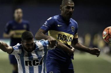 Licha López y Daniel Díaz, en la disputa de la pelota | FOTO: Toda Pasión.