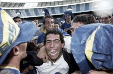 Todos los jugadores de Boca ceebran el título del Apertura 2003. Foto: Olé