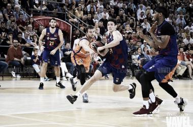 Leandro Bolmaro durante el FC Barcelona - Valencia Basket / Fuente: Noelia Déniz (VAVEL)