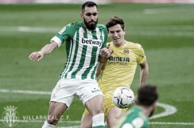 Borja Iglesias y Pau Torres en un Villarreal - Betis | Foto: Villarreal C.F