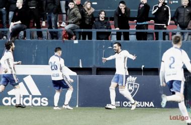 Borja Iglesias celebra uno de los goles que anotó la temporada pasada en el Sadar. Imagen: LaLiga