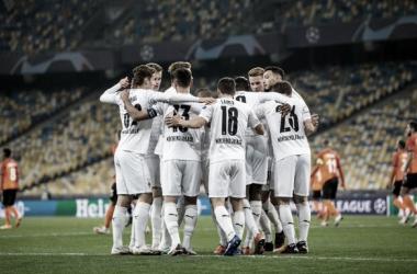 Com três de Pléa, Borussia Mönchengladbach atropela Shakhtar Donetsk e lidera Grupo B