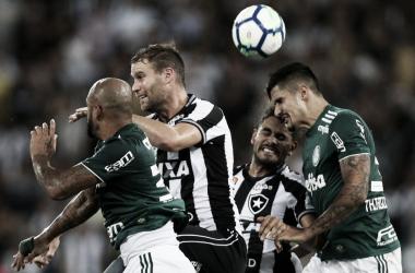 Palmeiras sai na frente em falha da defesa alvinegra e Botafogo busca empate no Nilton Santos