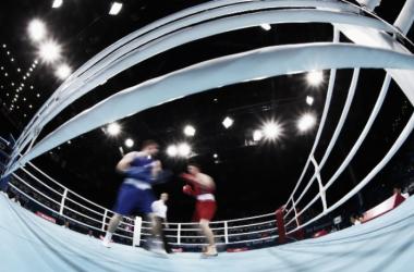 Boxeadores sin protección en la cabeza en Preolímpico de Bakú. Foto: zimbio