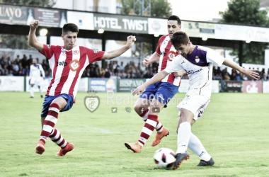 Juanca durante una acción del partido (Real Jaén - Best Photo Soccer