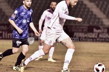 Ramón en una acción del partido (Real Jaén - Best Photo Soccer)