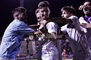 Juanca celebra el tanto (FOTO: Real Jaén-Best Photo soccer)
