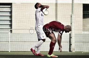 Juan Carlos lamenta una acción fallida (Real Jaén - Best Photo Soccer)