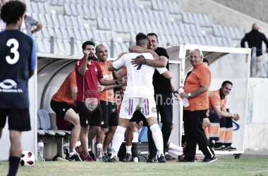 Antonio López se abraza con Germán Crespo en la celebración (Real Jaén)