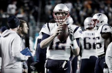 El mejor ataque de la NFL: Kareem Hunt, Antonio Brown y, el de siempre, con 40 años, Tom Brady  Foto: Patriots.com