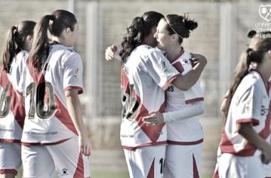 Jugadoras del Rayo Femenino celebrando uno de los goles. Fotografía: Rayo Vallecano S.A.D.