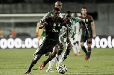 Benfica goleia ao ritmo do samba de Talisca