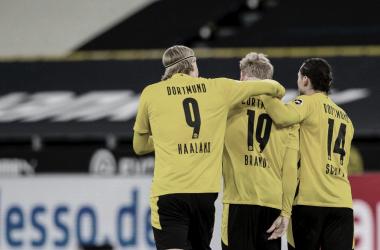 Em jogo morno, Borussia Dortmund vence Hertha Berlin e sobe na tabela da Bundesliga