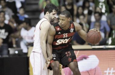 Guilherme Giavannoni, do Brasília, e Meyinsse, do Flamengo (Foto: Divulgação/Brito Júnior/UniCEUB)