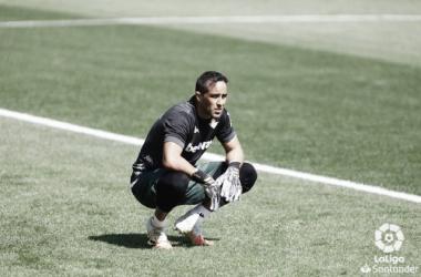 Claudio Bravo durante un partido con el Real Betis de LaLiga 2021/2022. Foto: LaLiga.