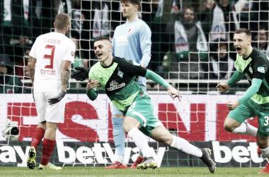 Rashica comemorando seu gol, contra o Augsburg (Foto: Bundesliga)