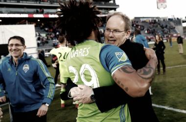 Brian Schmetzer embraces defender Roman Torres Image: David Zalubowski / AP