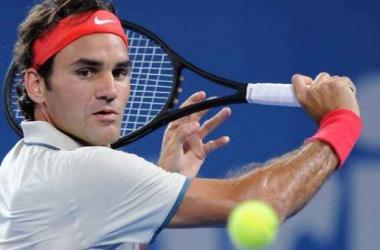 Roger Federer, defendiéndose con su característico revés cortado. (Foto: Matt Roberts).