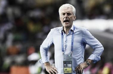 """Apesar da derrota, Hugo Broos elogia equipe de Camarões: """"Acho que jogamos bem"""""""